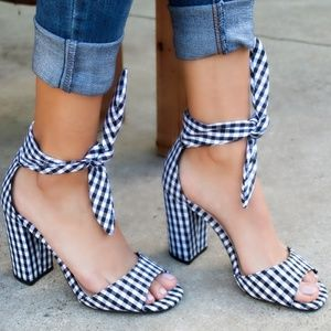 🆕//The Aluna// Plaid black and White Strappy heel